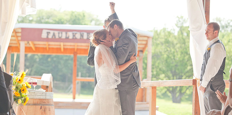 wedding-faulkners-ranch-kansas-city-bride-DIY-kiss