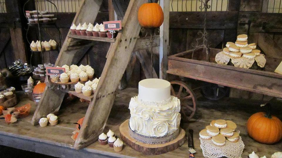 fall-food-faulkners-ranch-themed-wedding-venue